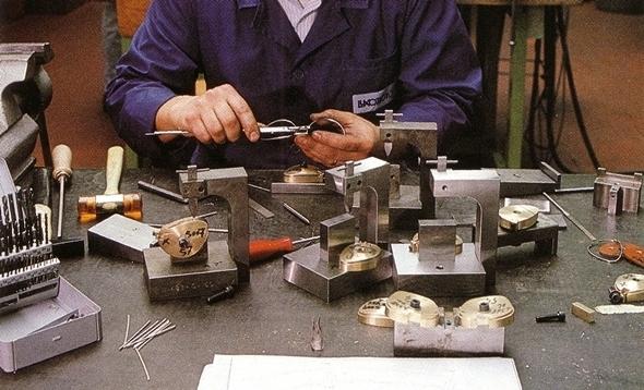 Acabado de moldes realizados manualmente